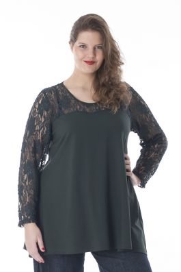 Exelle | curvy fashion | fashionable A-line top with lace