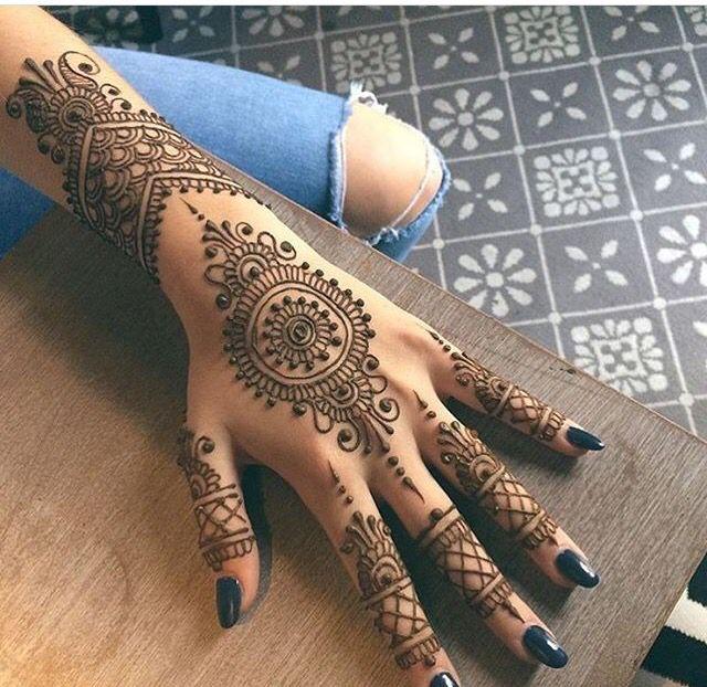 Henna ❤️                                                                                                                                                      Más