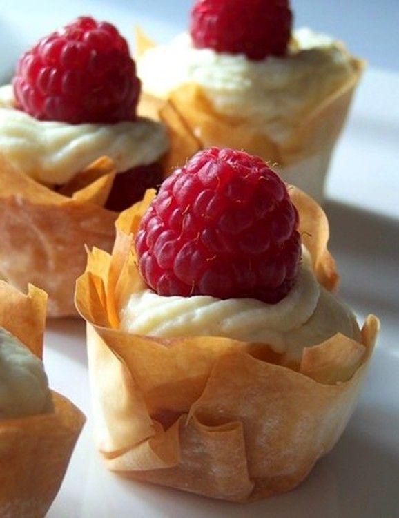 Mousse de chocolat blanc et framboises en croustillants