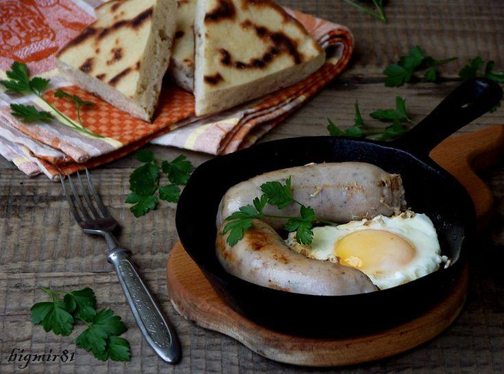 Как только увидела в ленте интересный рецепт, сразу же захотелось его повторить. :))Очень вкусная, нежная и ароматная колбаса. Идеально и на завтрак с яичницей,…