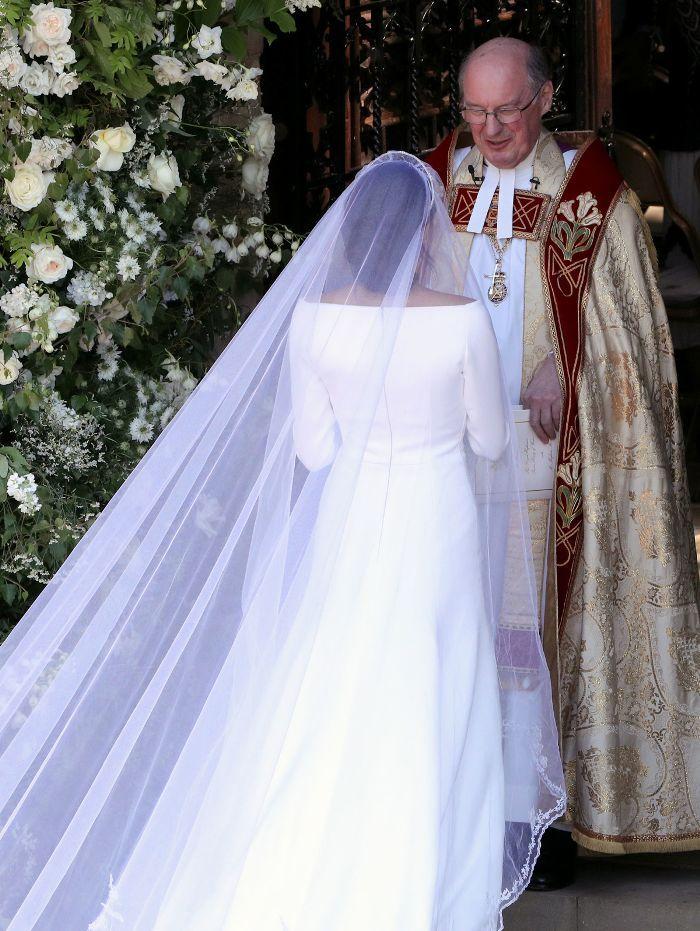 Royal Wedding Dress Meghan Markle.See Meghan Markle S Wedding Dress From Every Single Angle Royals