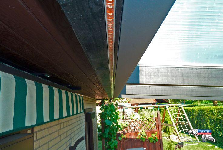 Ein Alu-Terrassendach der Marke REXOpremium mit Stegplatten REXOclear transparent, 6m x 2,5m in anthrazit. Detailansicht. Die Montage wurde oberhalb einer bestehenden Markise (hier im Bild) vorgenommen. Die Pfosten wurden individuell eingerückt.  Ort:Wathlingen.  Alu-Terrassendächer REXOpremium mit Stegplatten erhalten Sie hier: https://www.rexin-shop.de/alu-terrassenueberdachungen/rexopremium-mit-stegplatten/  #Terrassendach #Aluterrassendach #REXOpremium #Stegplatten #Rexin