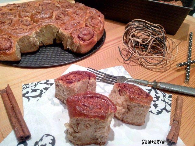 Teljes kiőrlésű fahéjas csiga tortaformában sütve