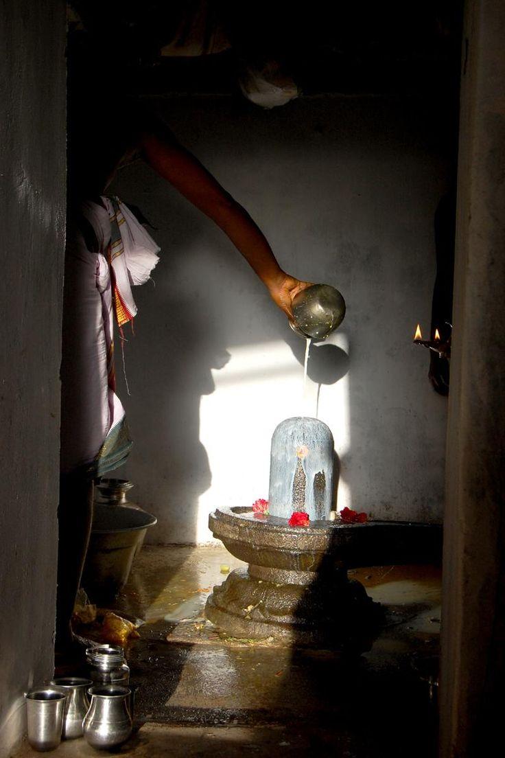 Kala Ksetram — Sri Bhujaptheeshwarar, milk abhiseka for Lord...