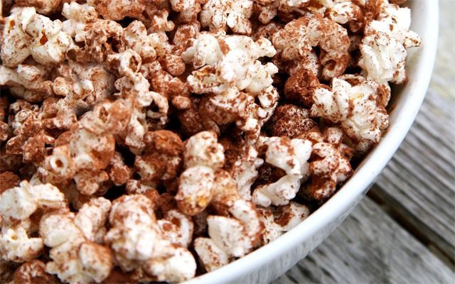 De perfecte late night snack: popcorn met kaneel en cacao