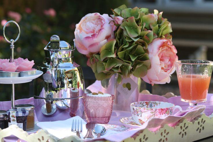 Hortensias y rosas artificiales