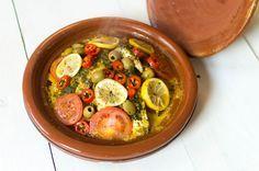 Met dit recept maak je heel makkelijk een verrukkelijke Marokkaanse vis tajine. Je kunt hem bereiden in een tajine, maar ook in een gewone…
