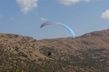 Paragliding - Fly Xtreme Paragliding Club. Come paragliding for the thrill of your life. Friendly passionate people, beautiful landscape and clear blue skies. To experience the freedom of central South Africa, come fly with us.