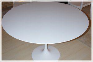 http://www.designbuydesign.com/it/nostri-prodotti/outletofferte_c2/tavoli_c44/tavolo-in-offerta_213/ Tavolo con base in alluminio laccato bianco.