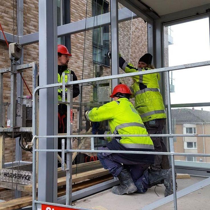 Montage . #glasvägg #glasmästare #glazier #glazierslife #construction #bygga #lägenhet #balkong #utsikt #radaglas #göteborg #kvillebäcken #hisingen