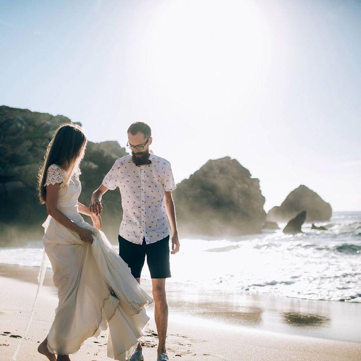 Свадьба на пляже – мечта многих. Почему бы не воплотить ее в реальность в Португалии? Потрясающий вид на бескрайние воды Атлантического океана, много солнца, богато оформленное место церемонии и качественный сервис ресторана обеспечат лучшие воспоминания о самом знаменательном дне Вашей жизни. На побережье Кошта-да-Капарика в Португалии есть множество красивых и стильных заведений. Но лишь с лучшими из них Atlantic Empire сотрудничает в части организации незабываемых торжеств…
