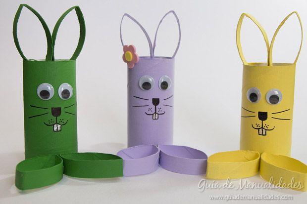 Simpáticos conejos con tubos de cartón