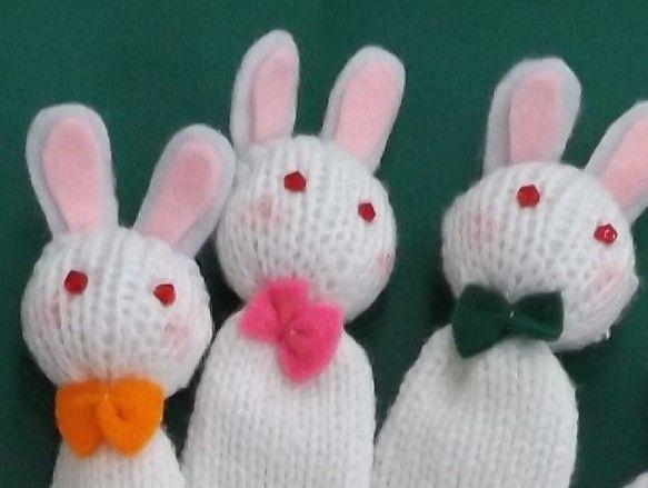 「ウサギの親子(白)」の手遊びセット(手袋シアター)です。白の他にピンクもあります。親ウサギは、写真4と5から選択できます。通信欄よりご連絡ください。指定のな... ハンドメイド、手作り、手仕事品の通販・販売・購入ならCreema。