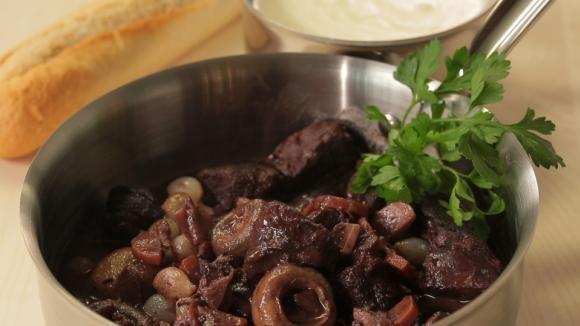 srnčí na víně...... http://web.iprima.cz/kure/recepty/srnci-na-vine