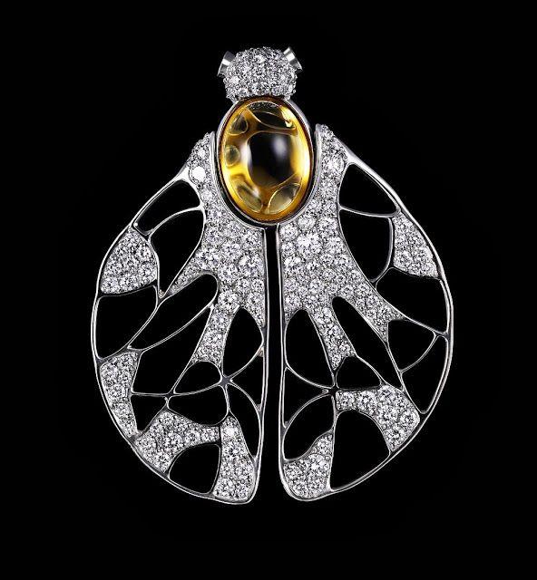 Dashi Namdakov, vein pendant