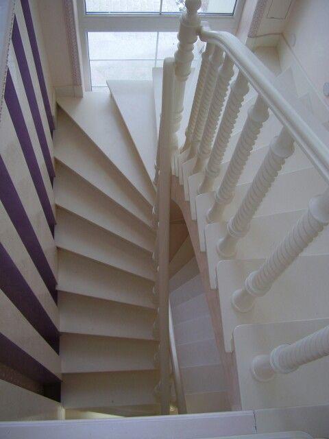 Лестница с забежными ступенями, больше работ  www.prima-m.com.ua