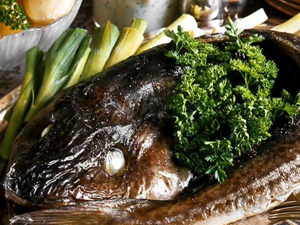 Hel torsk med persiljesås | Recept från Köket.se