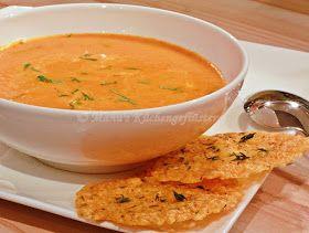 Manus Küchengeflüster: Paprikacremesuppe mit Käsecrackern
