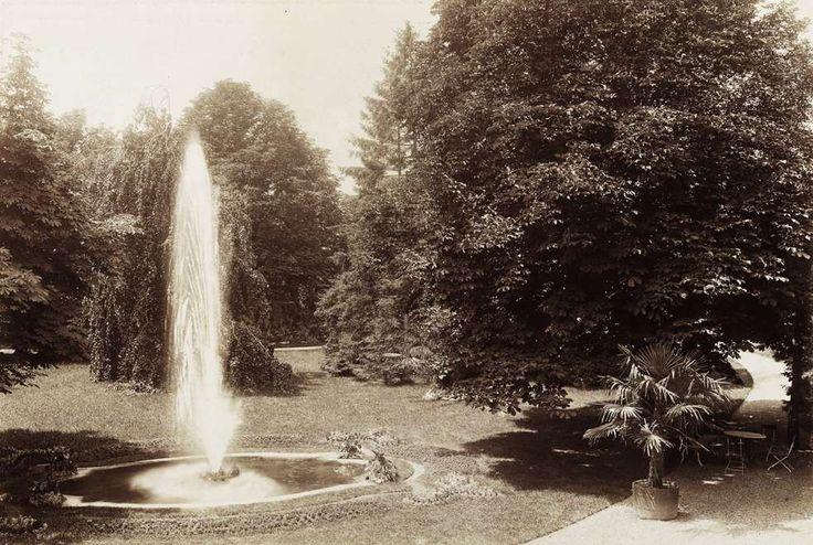 Krisztina körút 55., a Karátsonyi-palota (lebontották) parkja. A felvétel 1895-1899 között készült. A kép forrását kérjük így adja meg: Fortepan / Budapest Főváros Levéltára. Levéltári jelzet: HU.BFL.XV.19.d.1.11.075