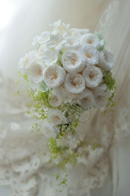 セミキャスケードブーケ 沖縄へ コーラルヴィータチャペル様へ : 一会 ウエディングの花