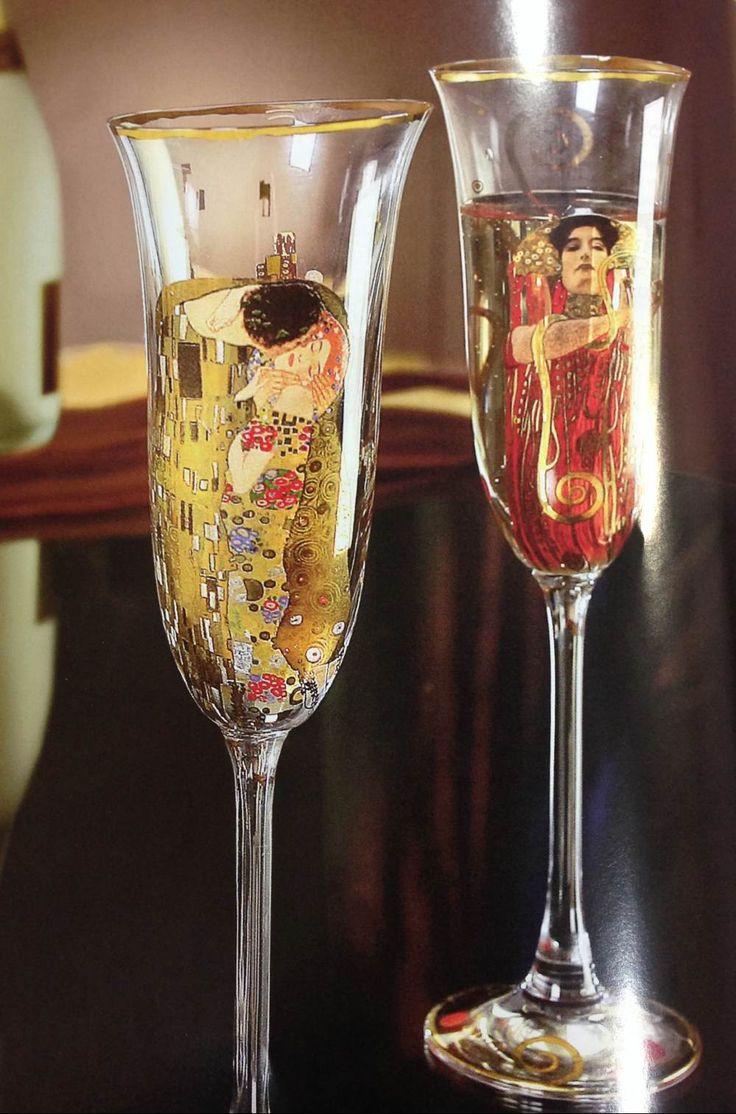 Goebel: copas de champang con algunos de los protagonista de las obras de Klimt