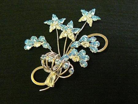 Sterling silver vintage rhinestone brooch by Star-Art - delightful and sparkly.Vintage Rhinestone
