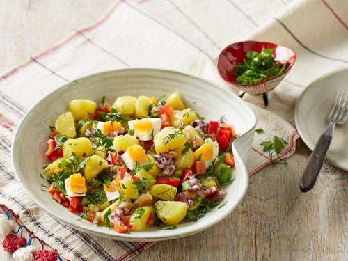 Türkischer Kartoffelsalat II   eier weg lassen und 1/2 schlangengurke und 200gr. Coctailtomaten dazu   super lecker