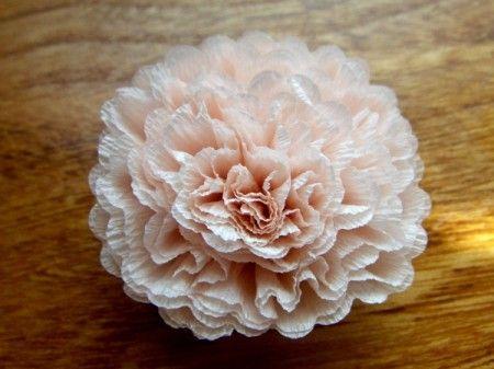 Blüten aus Krepppapier