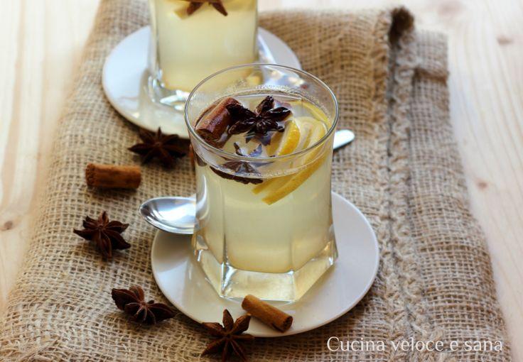 Tisana digestiva al limone, zenzero e cannella, perfetta dopo pranzi e cene delle festività a Natalizie. Questa tisana è molto profumata, e digestiva