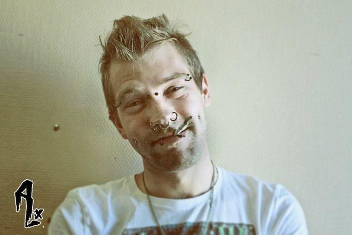 Пирсинг Прокол брови, бридж, щек, губ, носа