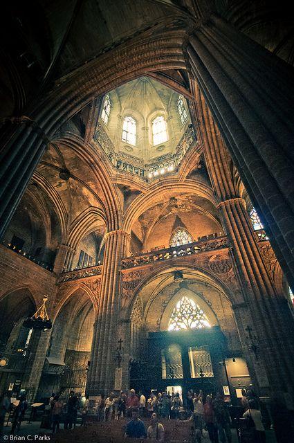La catedral de barcelona interior catalunya pinterest for Catedral de barcelona interior