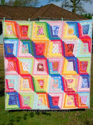 "Tumbling Logs Quilt (Pieced & Quilted by Blogger: Bearpaw) ~ This pattern can be found in  UK's Popular Patchwork magazine for August 2013. The Quilt is called: ""Tumbling Logs"" ~ LOVE it! ~"