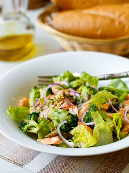 Salad with broccoli and salmon