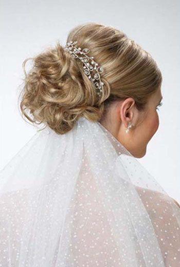 Свадебные прически с фатой для волос средней длины
