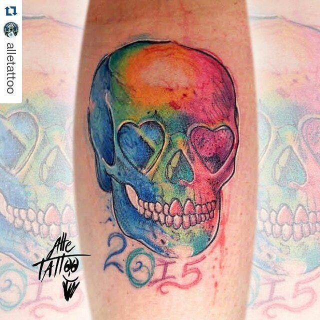 #Repost @alletattoo with @repostapp tatuaggio che ha fatto alletattoo da noi#artestetica#fossano Se vi piace questo #skull taggate o @repost ... ci tengo un sacco #happyalletattoo #tattoo #ink #tatuaggio #alletattoo #guinness #convention #sex #love #teschi #teschio #skulltattoo #avantgarde #watercolor #avatar @worldfamousink @hushanesthetic @tattoositalia @tattoo_expo_bologna_2k16 @tattoodefender @ideatattoomag by giulyartestetica