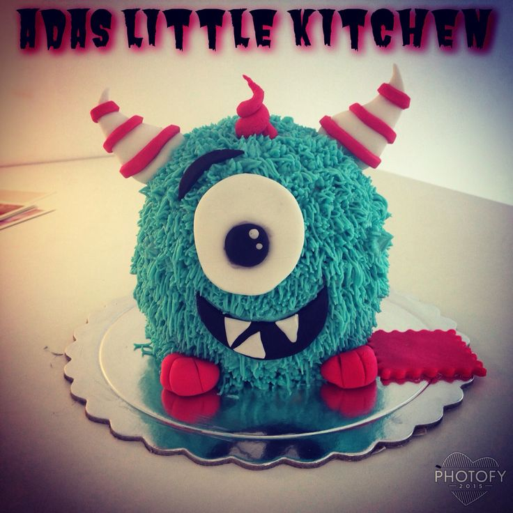 Σας ειχα προειδοποιήσει οτι η νεα σεζόν στο #adaslittlekitchen  θα ειναι μαγική ? και αστεία ? και παιχνιδιάρικη ? και να λοιπον το νεο adas little monster ❤️ σε μικρη αλλά και μεγαλη εκδοχή για μικρά η μεγάλα παιδιά ❤️✨✨✨! #3dcake #adaslittlemonster #dailybest #epiccupcake #redvelvet #ultimateredvelvet #thebest #top #childrenscakes #partycakes #yummy #woohoo #grigorioulabraki10 #glyfada