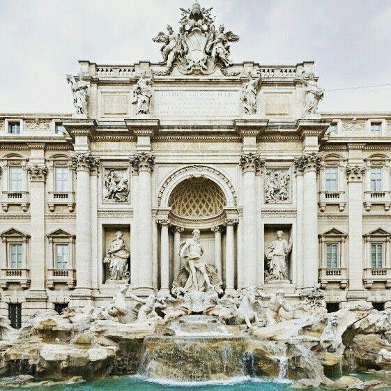 Questa domenica la Fontana di Trevi festeggia i suoi 254 anni. Con #ScopriamoRoma conosciamo un po' della sua storia. www.065551.it/scopriamo-roma/fontana-di-trevi