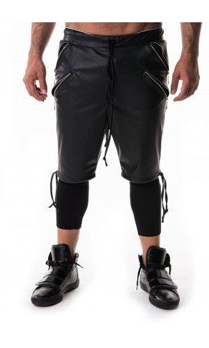 Pantaloni bărbați.  Produsul face parte din Victim Collection.  Pantalonii au și colanți.    Materiale folosite:  Piele ecologică Poliester