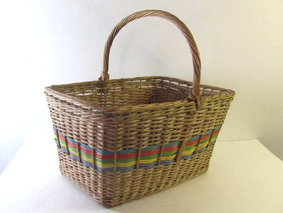 vintage beautiful farmhouse picnic basket by dirtybirdiesvintage, $30.00