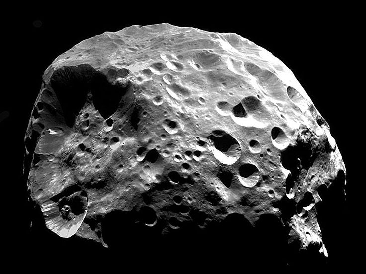 Giant comets in the planetary fringes of the solar system may pose a greater threat to Earth than do asteroids, said a group of scientists.