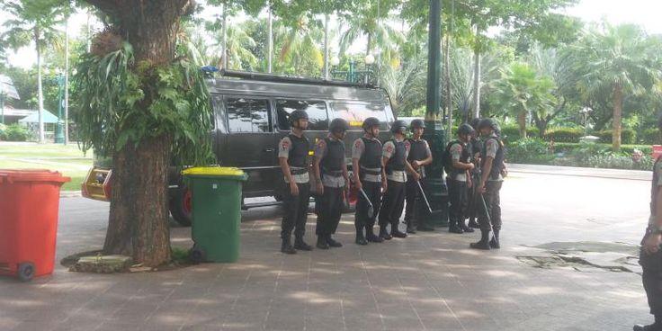 berita: Kantor Ahok Diancam Bom, Gegana Langsung Turun Tan...
