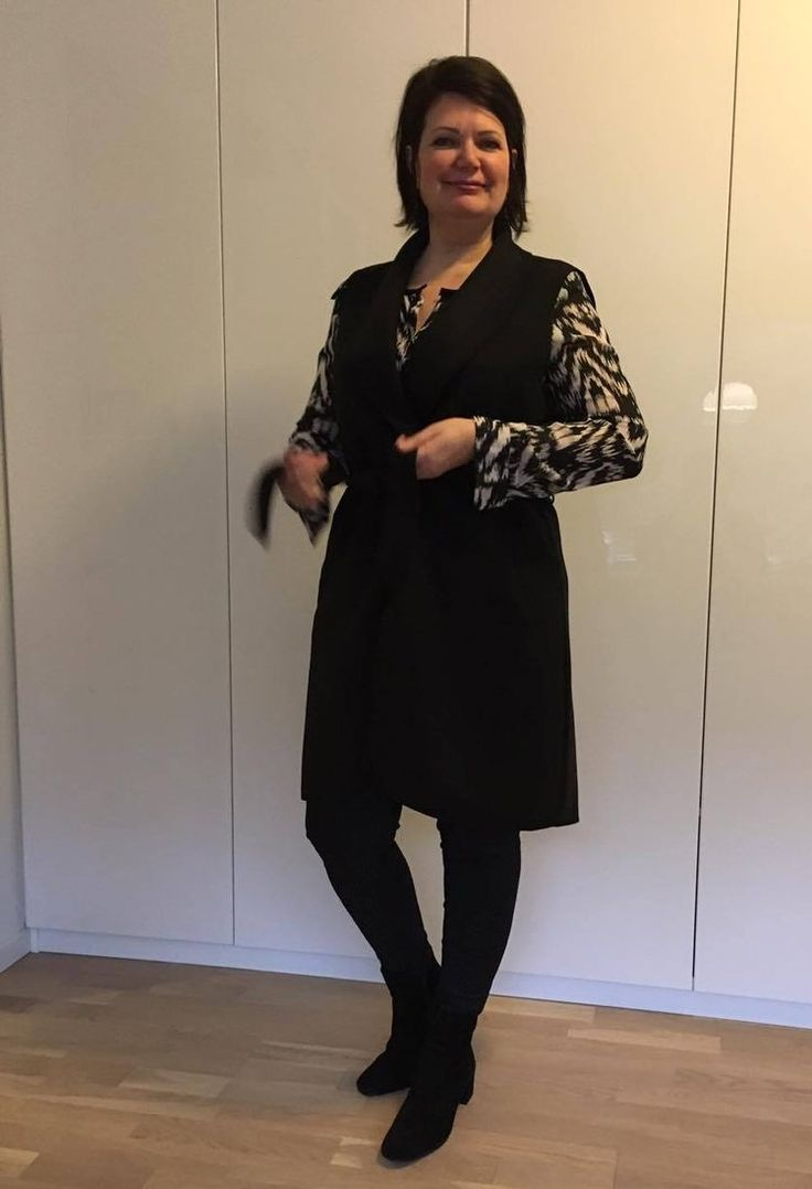 Chic with a printed blouse