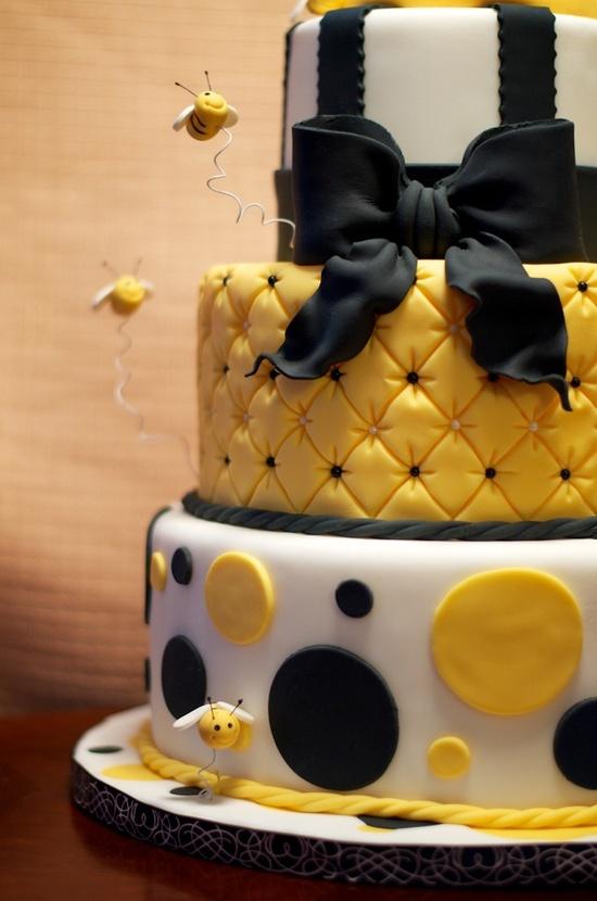 http://www.cakedecoratingmadeeasy.net/ Honey bees cake decorating idea. yellow,blk n white