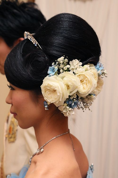 夢の国のシンデレラの花嫁さまへ。サムシングブルーとしても大人気のブルースターに、大きなブルーのリボンをあしらったウェディングブーケを 舞浜のディズニーアン...