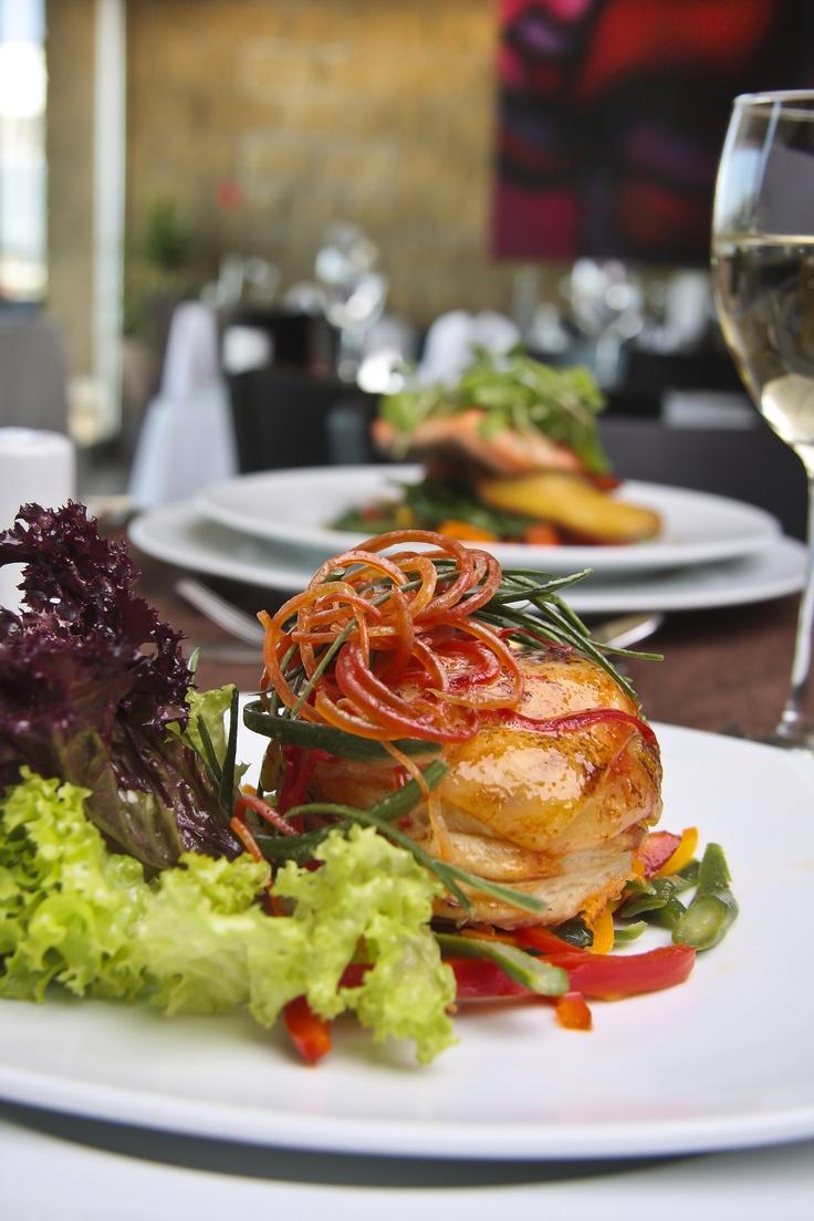 Les recomendamos la gastronomía del Brick de Radisson Antofagasta Hotel, que combina platos internacionales con especialidades chilenas, en especial pescados y mariscos.