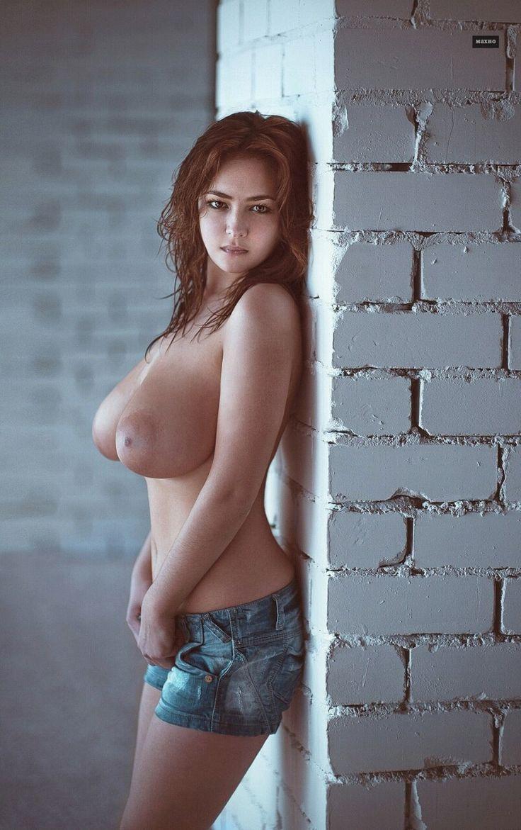 Big boob busty hottie huge melon tit