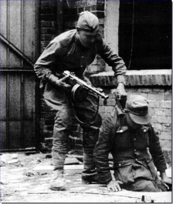 Soviet troop pulls German soldier from manhole during the Battle of Berlin, April 1945. #WWII #History http://t.co/WIi30Vtjqv