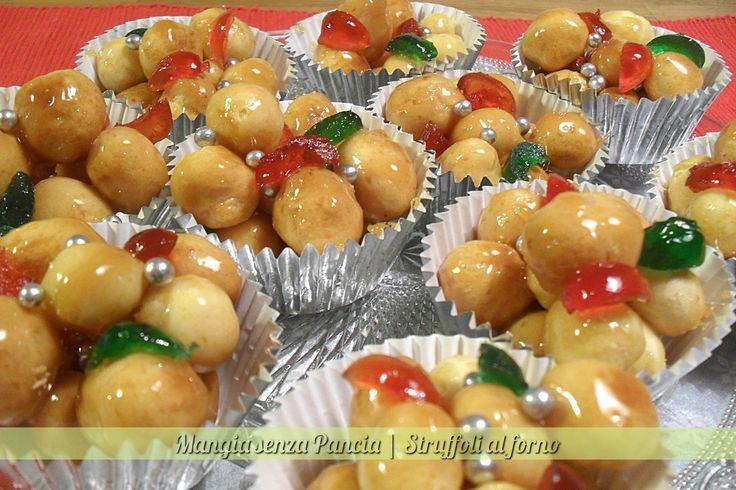 Gli struffoli al forno sono una squisita versione light di un tipico dolce natalizio napoletano.