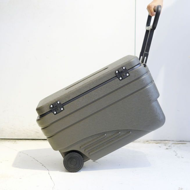 OLIVE DRAB COOL BOX〈47L〉