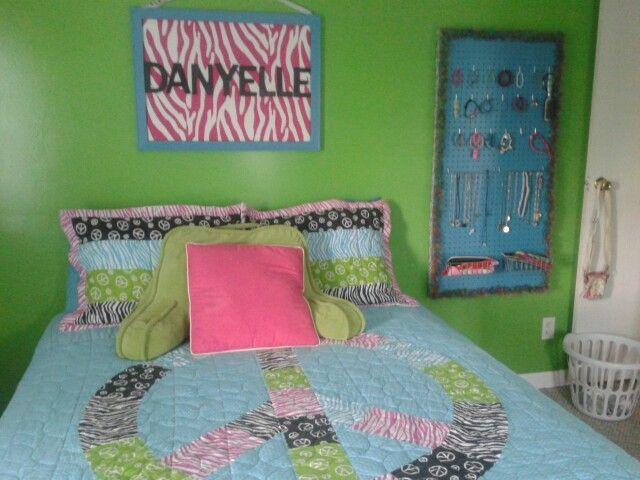 Preteen bedroom green walls peace bedspread